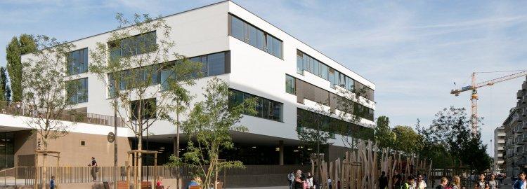 Ecole, crèche, piscine et espace public de Chandieu